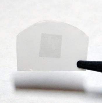 工程师如何修复一个原子厚度的石墨烯过滤膜