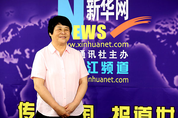 奥宇石墨集团董事长韩玉凤接受新华网专访。新华网 才萌摄