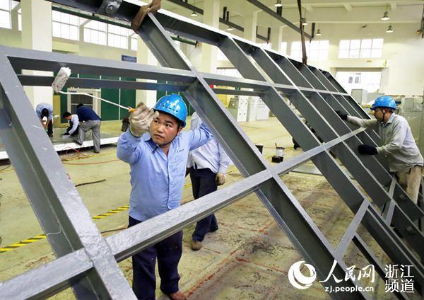 宁波率先将石墨烯材料成功涂装配电设备
