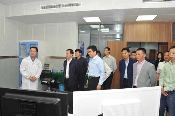 四川省石墨烯项目考察团调研国家石墨烯中心