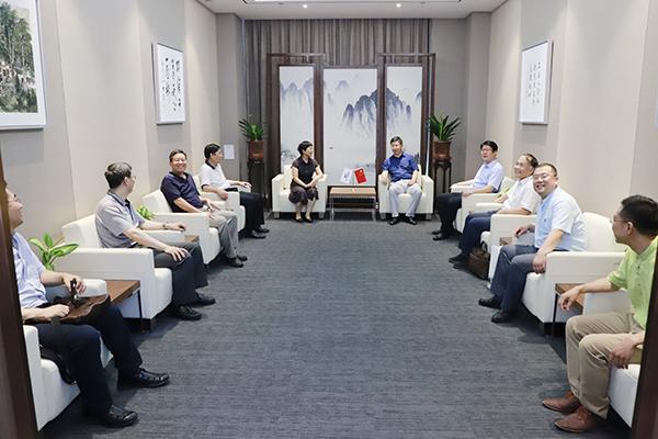 中国石油大学党委书记山红红带队走访北京石墨烯研究院