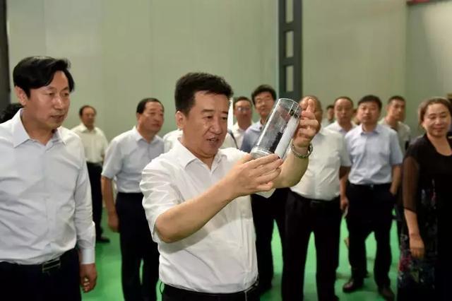 大同墨西公司国内首条物理法石墨烯生产线投产 武宏文赴该公司现场办公见证第一克石墨烯成品下线