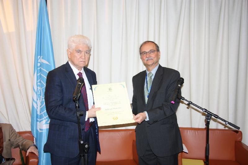 哈萨克斯坦科学家荣获联合国教科文组织纳米科技奖章