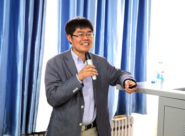 中科院金属所成会明院士来郑州轻工业学院进行学术交流