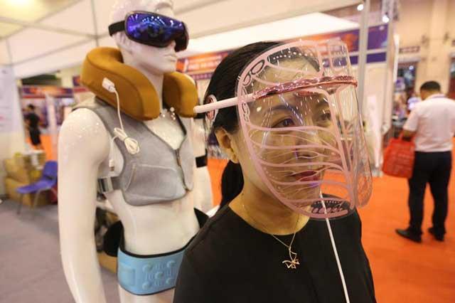 """石墨烯首次应用于美容领域,""""黑科技""""面部美容仪亮相电博会"""