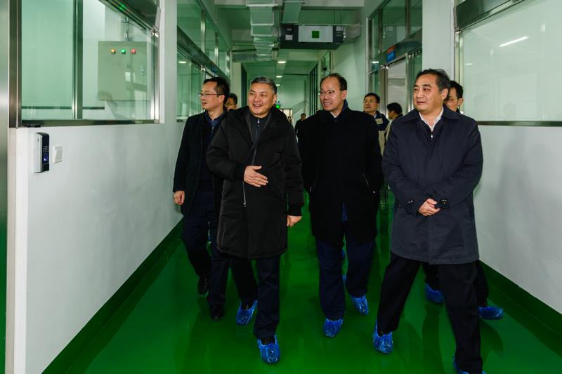 湖北省科技厅厅长张盛仁来三峡大学调研宜昌石墨烯研究院筹建