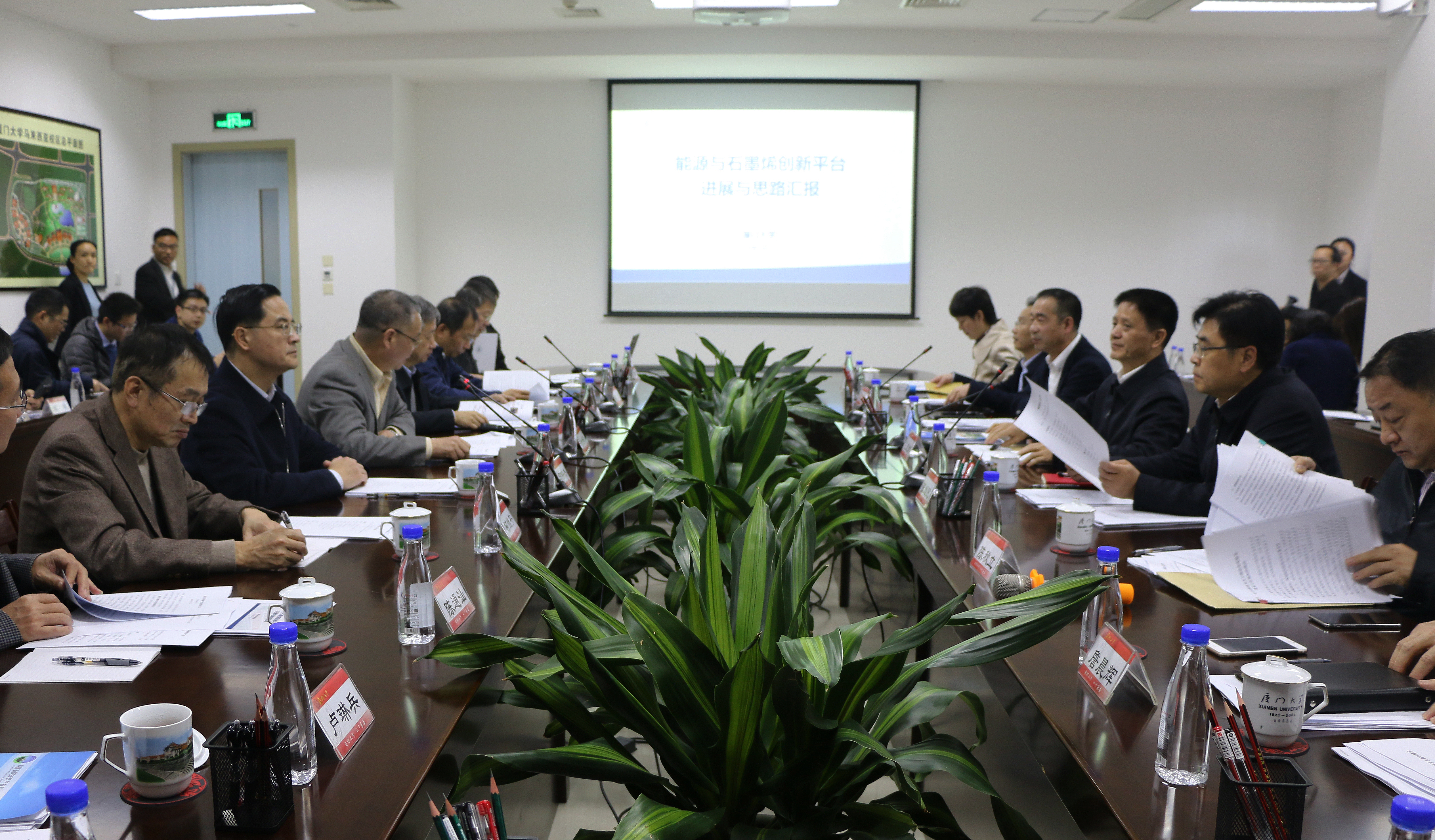 福建省常务副省长张志南调研厦门大学能源与石墨烯创新平台建设