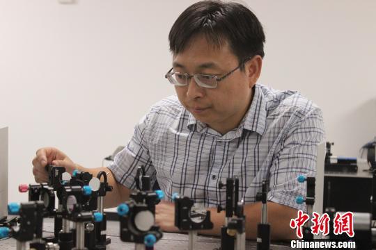 王俊在实验室 郑莹莹 摄