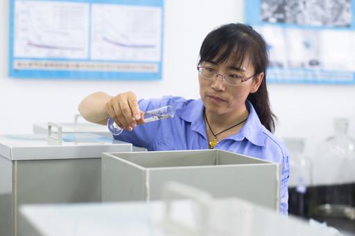 从200mL到 100L的跨越 ——记中航工业航材院石墨烯及应用研究中心杨程博士(之二)