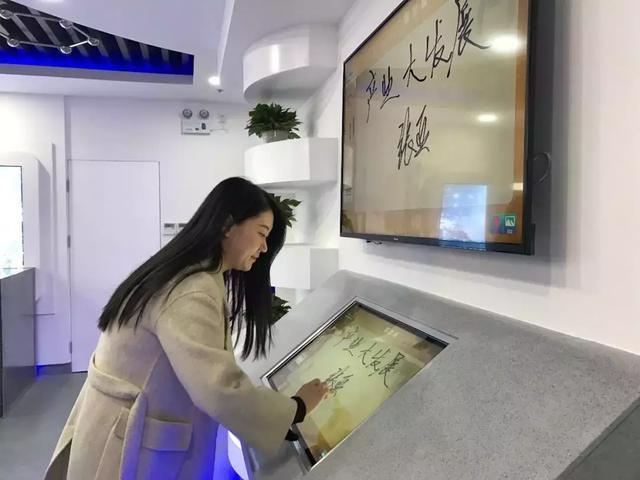 国鼎资本董事长周建一行到西安丝路石墨烯创新中心参观交流