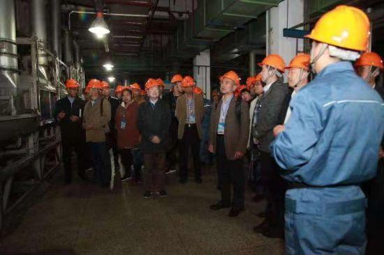 """第二届""""齐鲁腈纶杯""""全国纺织新材料发展应用论坛在淄博举办。"""