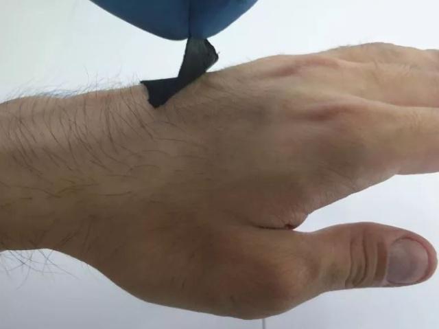 章鱼启发的可穿戴传感器:有望应用于医疗领域!